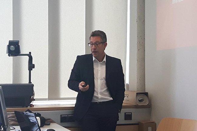 Andreas Jung beim Gastvortrag über die WAG