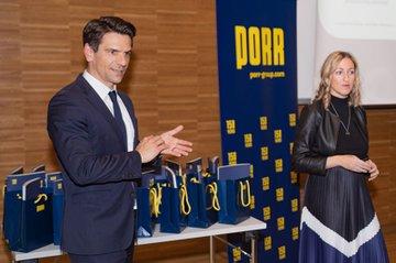 Jennifer Gerstl und Mathias Kramer erteilten den Studierenden das Briefing aus Sicht der PORR.
