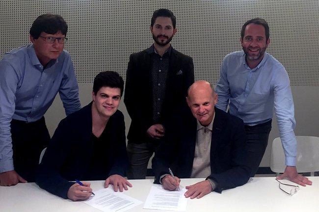 Die Mitglieder von MCÖ und Marketing Natives bei der Unterzeichnung des Kooperationsvertrags.