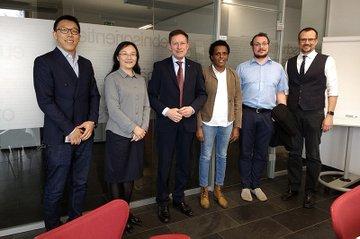 Delegation der Beijing Jiaotong University (vertreten durch Dr. Liu Yanquing und Zhang Zhiguo)