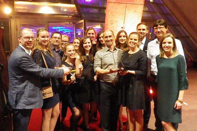 Die glücklichen GewinnerInnen der FH St. Pölten bei der medianet xpert.night 2018 zusammen mit Studiengangsleitern der FH St. Pölten.