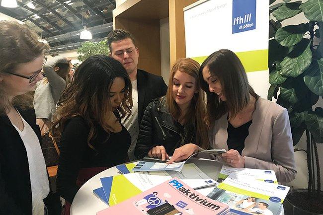 Beim letzten Marketing Natives Event konnten sich Interessierte unter anderem auch über das Studien- und Weiterbildungsangebot der FH St. Pölten informieren.
