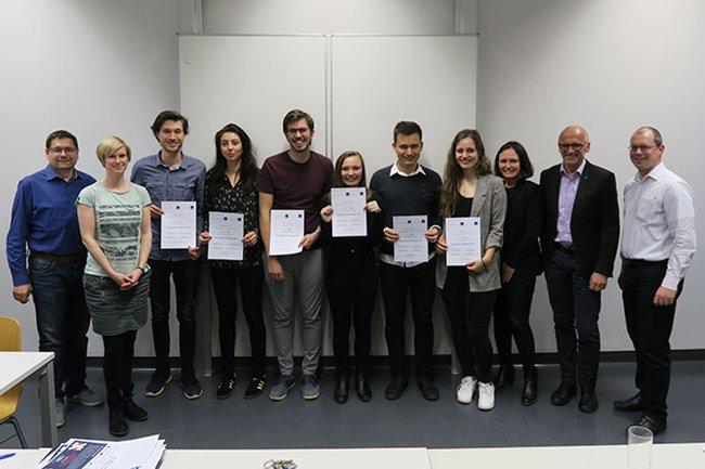 Ein Teil der TeilnehmerInnen der CCA-Student Challenge an der FH St. Pölten (Vorentscheid) zusammen mit den Jurymitgliedern.