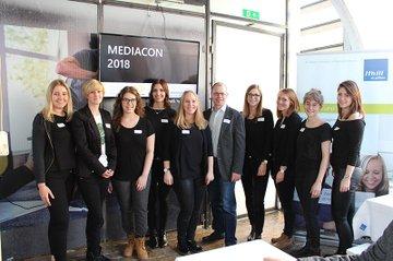 Das diesjährige MEDIAcon-Team zusammen mit Claudia Mann und Harald Wimmer (FH St. Pölten)
