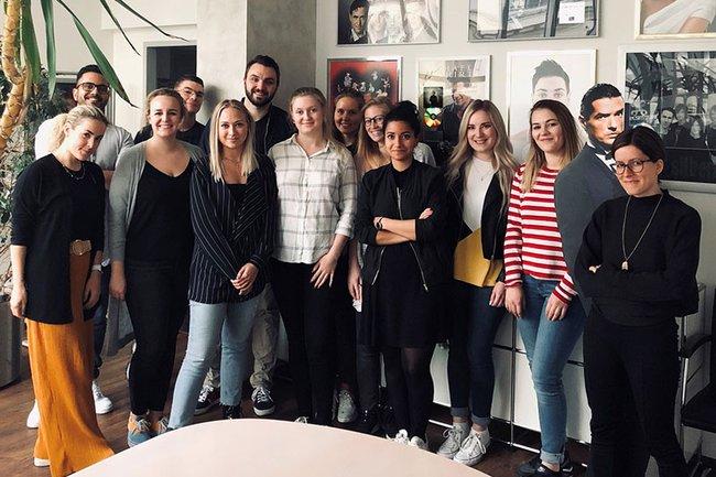 Die Studierenden des Masterstudiums Digital Media Management bei ihrer Exkursion zu Sony Music.