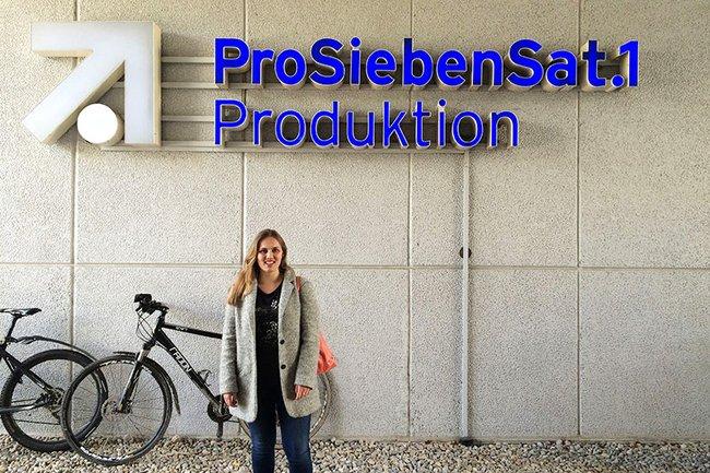"""Medienmanagement-Studentin Nicola Trometer absolviert ihr Berufspraktikum in der Abteilung """"Produktion Boulevard und Wissen"""" der ProSiebenSat. 1 TV Deutschland GmbH."""