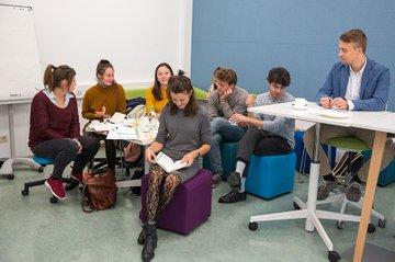 Die Teams des Creative Pre-Incubators bei der Arbeit