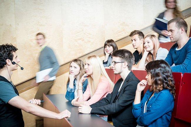 Lehrveranstaltung im AudiMax der FH St. Pölten