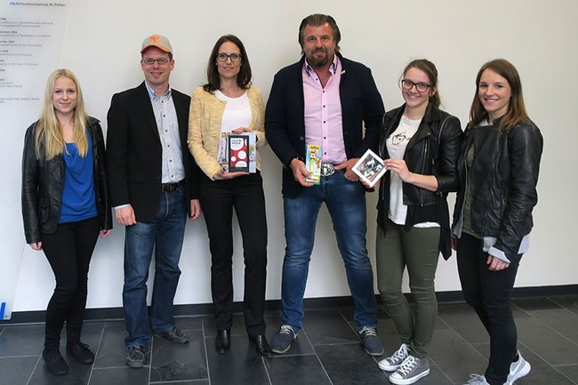Die Werbemittel-SpezialistInnen Kathrin Schneider und Konrad Godec waren kürzlich zu Gast im Bachelor Studiengang Media- und Kommunikationsberatung.