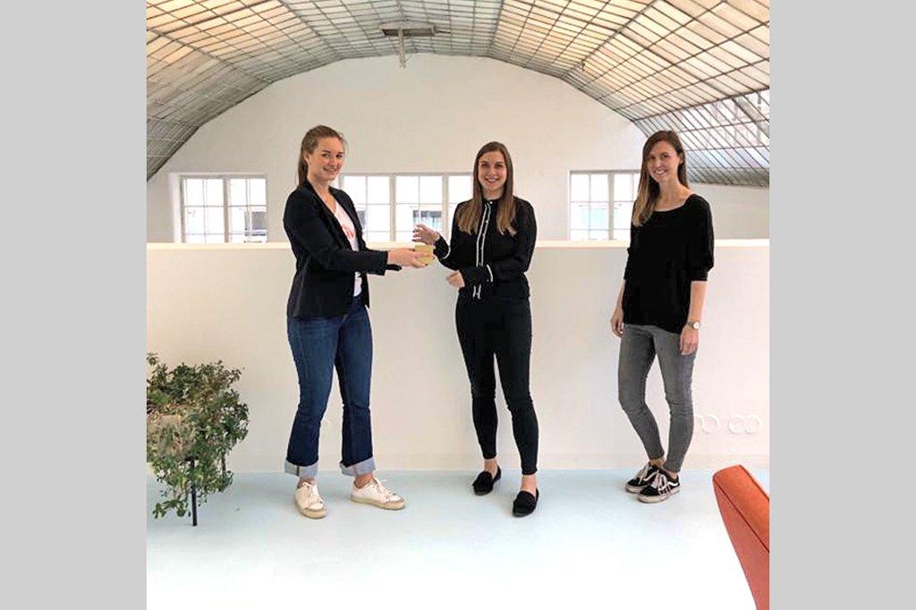 Gückliche Gewinnerinnen des VAMP-Awards 2020, Manuela Brugger und Elisabeth Geißegger