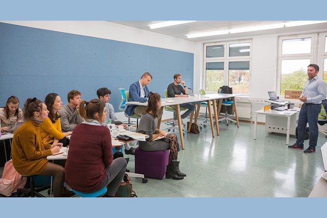 Die neuen Teams des Creative Pre-Incubator bei einem Workshop an der FH St. Pölten