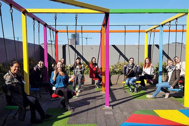 Die Studierenden-Gruppe des Master Studiengangs Media- und Kommunikationsberatung zu Gast im Google-Headquarter.