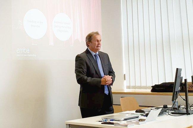 Oliver Kitz bei seinem Gastvortrag an der FH St. Pölten
