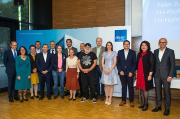 Die neuen FH-Professorinnen und Professoren gemeinsam mit den Laudatorinnen und Laudatoren