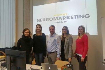 Studentinnen des Masterstudiums Media- und Kommunikationsberatung zusammen mit dem Gastvortragenden Peter Vorauer