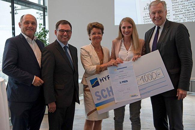 Jana Pasching (2. von rechts) holte sich den 3. Platz beim Journalistenpreis des Vereins zur Förderung des Journalismus in Niederösterreich.