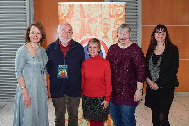 Mitglieder des NÖ Monitoringausschusses 2013 - 2019 mit Landesrätin Christiane Teschl-Hofmeister
