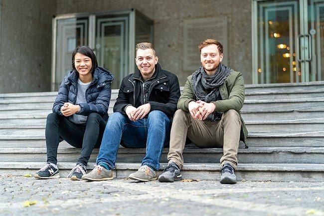 Das Team hinter der neuen Sendung: die Studierenden Ingrid Song, Peter Hackl-Lehner und Lukas Zeiler (v.l.n.r.)