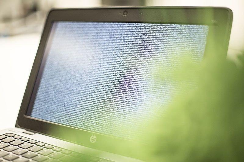Symbolbild: aufgeklappter Laptop