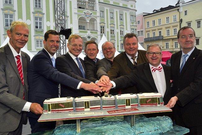 Prominente Paten bei der Eröffnung der Traunseetram Gmunden