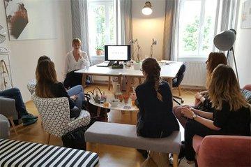 Praxiseinblicke hautnah: Studentinnen des Bachelor Studiengangs Media- und Kommunikationsberatung besuchten die Agentur SPREAD.