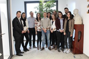 Das Projektteam aus dem Master Studiengang Digital Media Management vor Ort bei den OÖN.