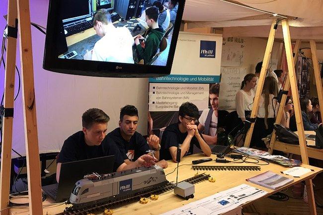 Projektstand Railcheck bei der ScienceFair