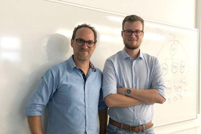 FH-Lektor Michael Pichler (links) und Gastvortragender Rudolf Kolroser (rechts)