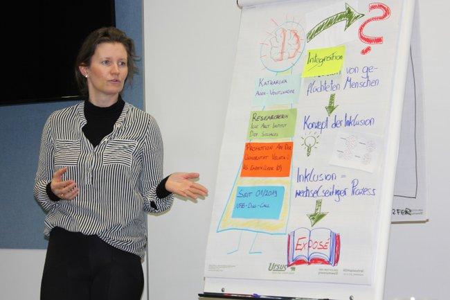 Katharina Auer präsentiert beim ForschungsChillOut