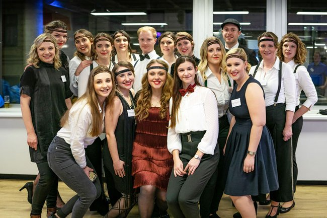 """Studierende bei dem von ihnen organisierten Event """"Roaring-Twenties 2.0"""""""