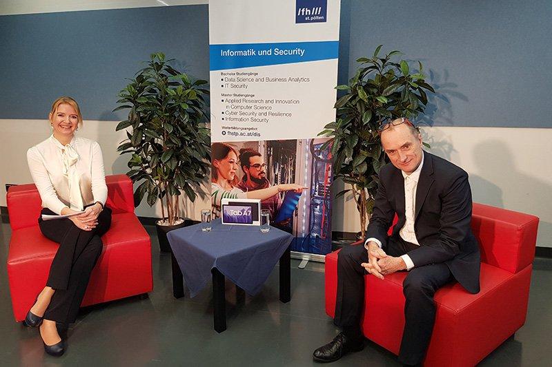 Nina Nadlinger und Herfried Geyer vom Department Informatik und Security führten durch das Programm.