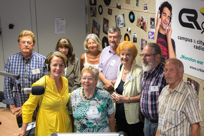 LRin Teschl-Hofmeister begleitet SeniorInnen zum Radio-Workshop