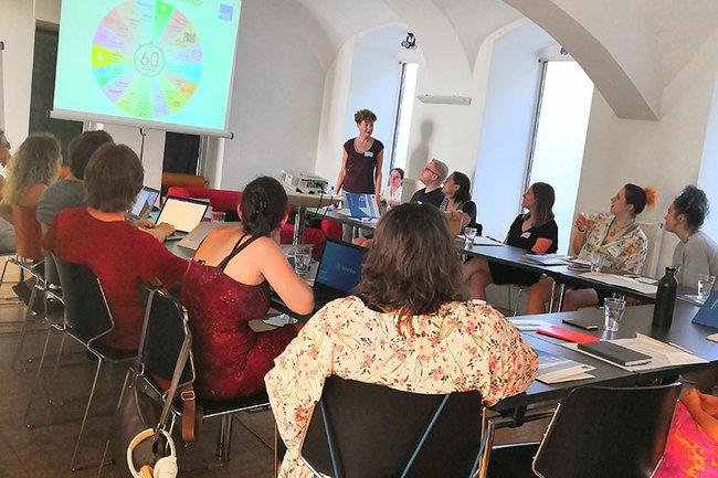 Johanna Grüblbauer (Institut für Medienwirtschaft) in Action beim Workshop mit music austria.