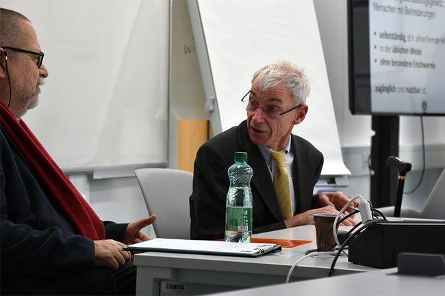 Behindertenanwalt Hansjörg Hofer an der FH St. Pölten