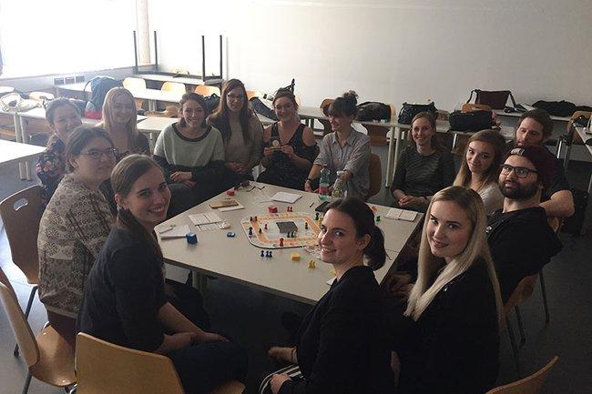 In der Gruppe können die Studierenden ihre Projektmanagement-Fähigkeiten vertiefen.