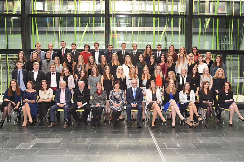 Gruppenfoto Sponsion Bachelor Medienmanagement