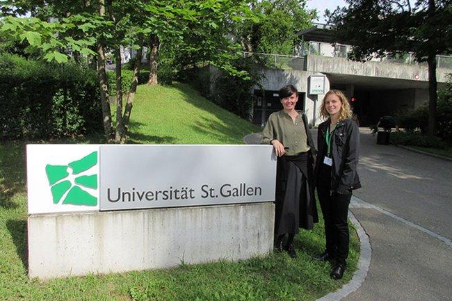 Monika Kovarova-Simecek (links) und Tatjana Aubram (rechts) referierten beim SSES-Kongress an der Universität St. Gallen.