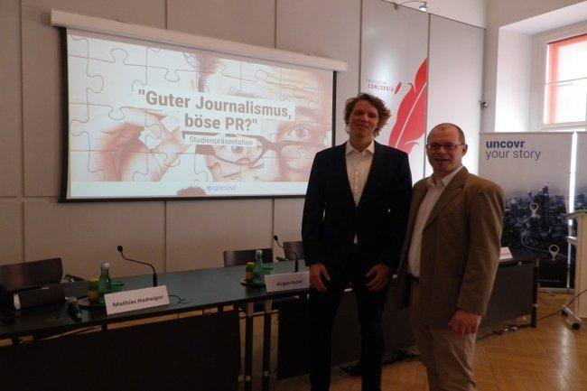 Mathias Hadwiger (links) gemeinsam mit Studiengangsleiter Harald Wimmer bei der Studienpräsentation im Presseclub Concordia