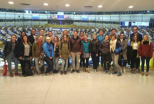 Studierende des Bachelor Studiengangs Soziale Arbeit in Begleitung von Christine Haselbacher und Thomas Wagnsonner in Brüssel