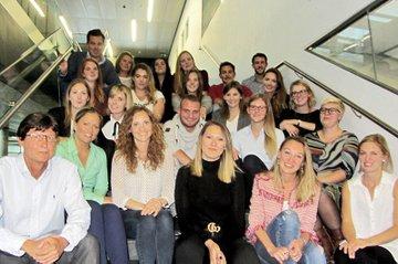 Die TeilnehmerInnen-Gruppe aus dem 1. Semester des Lehrgangs Eventmanagement zusammen mit dem Leiter Harald Rametsteiner.