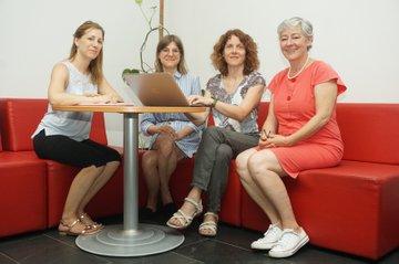 Foto v.l.n.r.: Julia Glösmann, Sandra Vyssoki, Michaela Neubauer & Daniela Wewerka-Kreimel (nicht am Foto: Lisa Brunhuber)