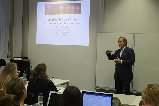Oliver Kitz (emba) bei seinem Gastvortrag im Lehrgang Eventmanagement.