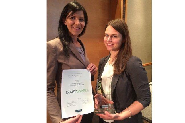 Die beiden Preisträgerinnen mit ihrem Award
