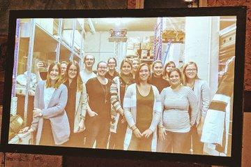 Teilnehmerinnen des Lehrganges Eventmanagement bei einer Exkursion bei der Eventagentur eVisions