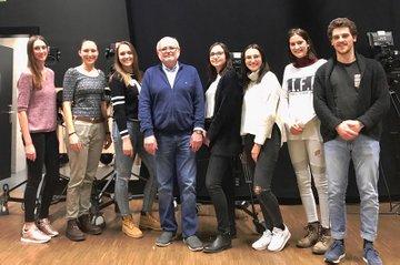 Das Team aus Studierenden der Media- und Kommunikationsberatung für die nächste Studioproduktion zusammen mit Workshop-Leiter Kurt Liewehr