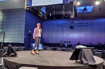 FH-Prof. Barbara Wondrasch bei ihrem Vortrag