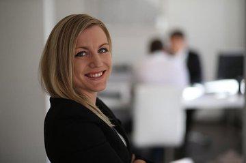 Valentina Murr leitet die Lehrveranstaltungen Urheber- und Wettbewerbsrecht sowie Markenrecht im Master Studiengang Media- und Kommunikationsberatung