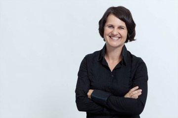 """""""Es macht mir Spaß, die Studierenden in der Kommunikation in Fremdsprachen zu stärken und zu bestärken"""": Gabriela Dorn-Scheruga ist als nebenberuflich Lehrende im Studiengang Media- und Kommunikationsberatung tätig."""