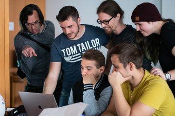 """FH-Dozent Markus Wintersberger und seine Studierenden beim Workshop """"Wilde Reproduktion"""""""