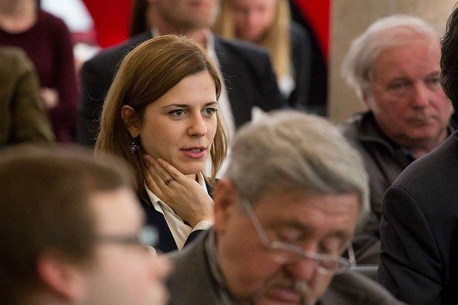 Studierende des Masterstudiums Wirtschafts- und Finanzkommunikation waren live bei der Hauptversammlung der Österreichischen Post AG dabei.